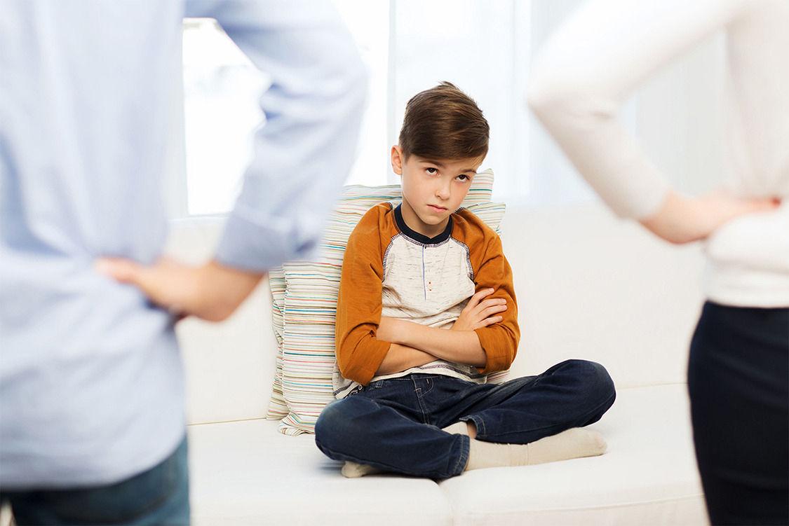 Хүссэнээрээ хүүхдүүдрүүгээ дайрч, доромжилж чаддаг Монгол ээж, аав нар..